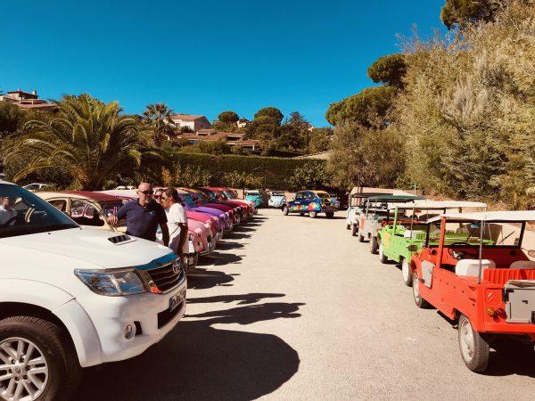 Plusieurs voitures à Méhari