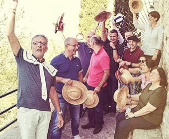 Joie de vivre pour cette entreprise en visite du village Le Castellet