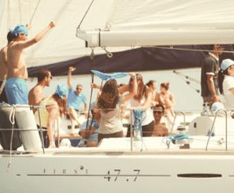 Farniente à bord d'un bateau au large de Pampelonne à Saint Tropez