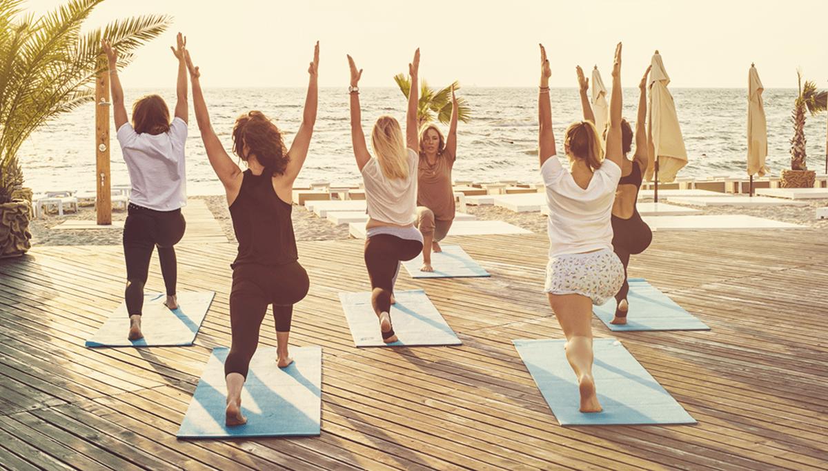 Hatha yoga au lever du jour à Antibes